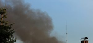 Rauchwolke über der Mülldeponie
